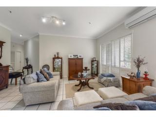 Magnificent HIGH-RISE Management Rights in the Heart of Kangaroo Point | Resort Brokers ID : MR004988