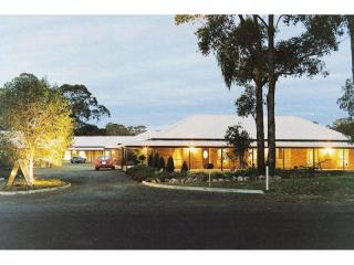 2467MF - Freehold Motel, Wonderful Lifestyle with Income