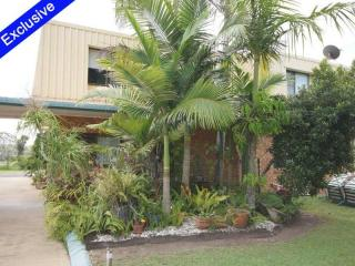 BEAUTIFUL FREEHOLD MOTEL, 11 ROOMS SHOWING 15% RETURN!