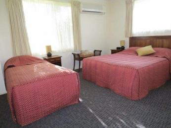 1527MF - Superb Coastal Freehold B and B Motel
