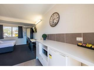 FULLY RENOVATED 34 ROOM LEASEHOLD MOTEL WITH LONG LEASE!! NORTH BRISBANE
