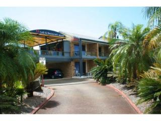 2475ML - Waterfront 27 Unit Motel, New 25 Year Lease