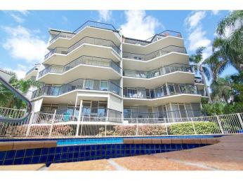 Business For Sale - Perfectly Positioned By The Broadwater - ID 8749 bL