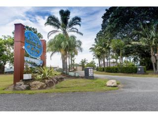 Freehold Going Concern Fabulous River Front Holiday Park and Ski Lodge   Resort Brokers ID : FH004846