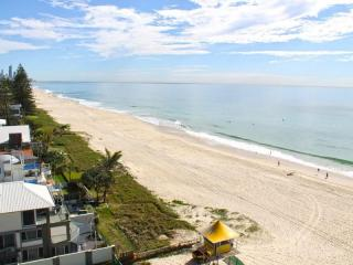 Business For Sale - Absolute Beachfront Holiday Mermaid Beach - ID 8269 BL