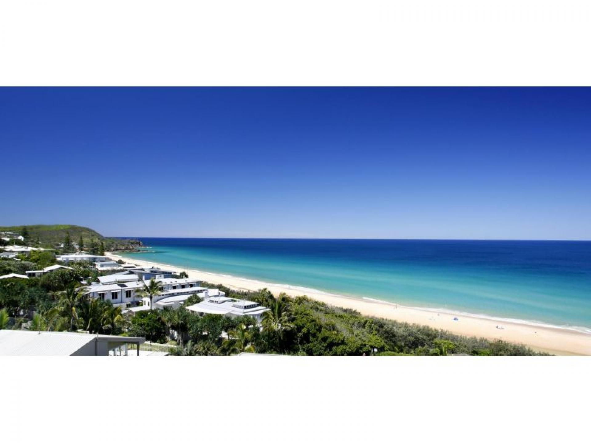 Deluxe Beachfront Resort Minutes to Noosa    Resort Brokers ID : MR004722