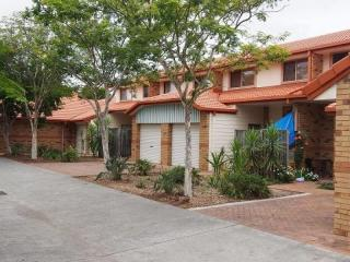 COOMERA PERMANENT COMPLEXES, 2 TOGETHER OR WILL SEPARATE. MAKE AN OFFER