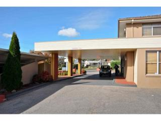LARGE 50 ROOM LEASEHOLD MOTEL WITH HIGH RETURN IN NSW FOR SALE
