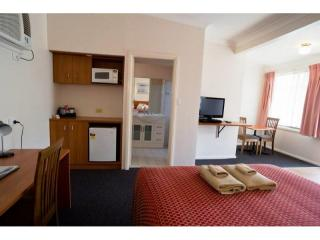 SOLID LEASEHOLD MOTEL WITH LOW RENT RATIO IN HUNTER VALLEY NSW